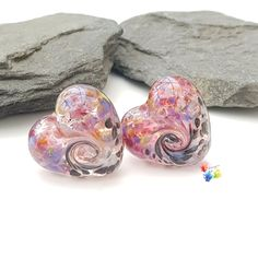 Colour your world 🌈 Cute heart beads set on a transparent base these have been decorated with a pink and purple frit blend at the top and a monochrome blend on the botton. Finished with a slightly raised twist design on both sides. 15x13x7mm approx Love handmade, buy handmade. These are made to order, each pair will be unique. Please allow time for delivery, generally 1-2 weeks.  Lampwork Beads, Purple, Pink, Monochrome, My Etsy Shop, Jewelry Making, Delivery, Glitter, Base