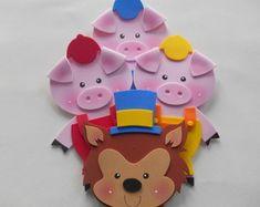 apliques-lobo-mau-e-os-tres-poquinhos-centro-de-mesa 2nd Birthday, Birthday Parties, Diy Crafts Hacks, Three Little Pigs, Christmas Ornaments, Toys, Holiday Decor, Creative, Party