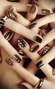 Welcome to JEXSHOP.COM Black and gold glitter nail art. The best accessory is a fresh manicure. Gold Glitter Nails, Red Nails, Hair And Nails, Black Nails, French Nails, Holiday Nails, Christmas Nails, Chrome Nail Art, Make Up Gold