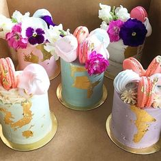 Just love these!! They would go just perfect with a little glass of Prosecco right now! Tuesday cake dreams  by @thepurplecupcake_  #cake #cakedreams #cakeporn #weddingcake #gold #goldfoil #flower #weddingflowers #flowerstagram #edibleflowers #tuesday #motivation #treats #weddingblog #weddingblogger #devinebride #weddinginspiration #weddingideas
