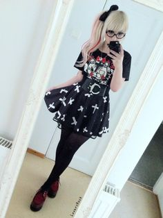 rosebloodreaper:  loversrock:  Today, it was so hot and I forgot to bring non black clothes ( ;__; )  <3 <3