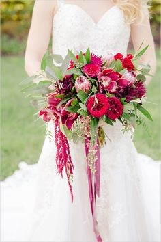 This oh so lovely Fall romantic garden wedding was inspired by Marsala, an earthy wine red and trendy color, the 2015 Pantone color of the year.