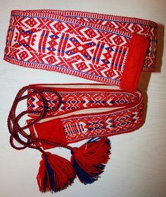 Woven belts from the Sami People in Norway Inkle Weaving, Inkle Loom, Tablet Weaving, Iron Age, European Costumes, Norwegian Vikings, Scandinavian Folk Art, Lappland, Woven Belt