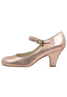 9d38bf8d78a 23 meilleures images du tableau Inspirations chaussures de mariée ...