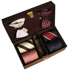 (1) Fancy - Oliver Tie Compartment