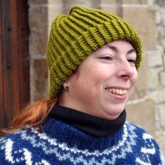 Bonnet en laine couleur vert absinthe tricoté main