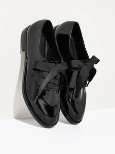 """Emerson - Black:  Only 12 left!A central figure in Transcendentalism, Ralph Waldo Emerson explored human nature and individuality. He held badass progressive views on feminism, and for that, we kick up our patent loafers in salute.Fit: Runs a little small. We recommend you go up half a size!Heel Height: 1""""Materials: Recycled PU, RubberComes with Alternate Laces"""