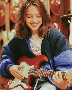 Music Aesthetic, Aesthetic Vintage, Aesthetic Girl, Guitar Girl, Music Guitar, Chicas Punk Rock, Pretty People, Beautiful People, Mo S