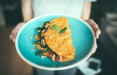 Hero recipe - the fool-proof omelette + how-to video low car Healthy Desayunos, Healthy Eating, Healthy Weight, Healthy Breakfast For Weight Loss, Lunch Snacks, Eating Plans, Superfood, Healthy Dinner Recipes, Breakfast