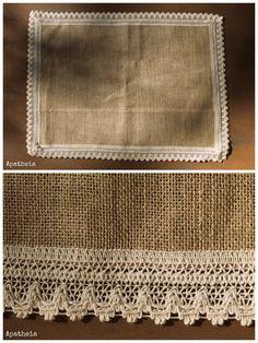 Arpillera con puntilla Burlap Art, Burlap Crafts, Diy And Crafts, Tapetes Diy, Mode Turban, Jute Fabric, Homemade Home Decor, Flower Logo, Lap Quilts