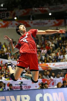 Yuki Ishikawa of Siena during the Italian Men's Volleyball League Serie (SuperLega UnipolSai) match between Modena Volley and Emma Villas Siena at the PalaPanini in Modena, Italy December (Photo by Enrico Calderoni/AFLO SPORT) Action Pose Reference, Human Poses Reference, Pose Reference Photo, Figure Drawing Reference, Body Reference, Action Poses, Anatomy Reference, Poses Dynamiques, Cool Poses