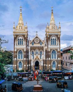 Basilic of our lady of the Mount. Mumbai Tourism, Mount Mary, Mumbai City, Mumbai Trip, Most Beautiful Pictures, Beautiful Places, Amazing India, Great Buildings And Structures, Ancient Architecture