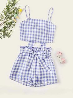 To find out about the Girls Knot Gingham Top & Paperbag Waist Shorts Set at SHEIN, part of our latest Girls Two-piece Outfits ready to shop online today! Cute Girl Outfits, Teen Fashion Outfits, Cute Summer Outfits, Look Fashion, Outfits For Teens, Trendy Outfits, Girl Fashion, Summer Crop Tops, Two Piece Outfit