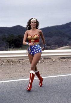 "Wonder Woman (TV Series - IMDb- 1976 – ABC debuts ""Wonder Woman"" starring Lynda Carter as the DC Comics comic book superhero. Linda Carter, Trends 2018, Wonder Woman Pictures, Dc Comics, Female Profile, Old Tv Shows, Vintage Tv, Wonder Women, Farrah Fawcett"