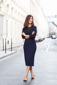 Nicole Warne of Gary Pepper Girl wears a blue midi dress, Chanel heels, and layered necklaces Gary Pepper Girl, Office Fashion, Work Fashion, Style Fashion, Fashion Outfits, Navy Bodycon Dress, Navy Dress, Nicole Warne, Business Casual Attire