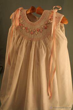 VESTIDO DE NIÑA CON NIDO DE ABEJA (Antigüedades - Moda - Infantil - Vestidos Antiguos)