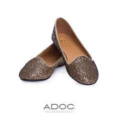 Zapatos Mirror de ADOC disponibles en color negro y dorado.