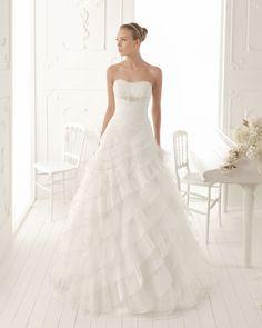 VERONICA - Vestido de organza y pedrería en color natural T50 Diadema de perlas en color natural
