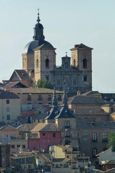 Iglesia de San Ildefonso o de los Jesuitas, en Toledo Beautiful Castles, Andalucia, Paris Skyline, Europe, Dreams, Places, Travel, Temples, World