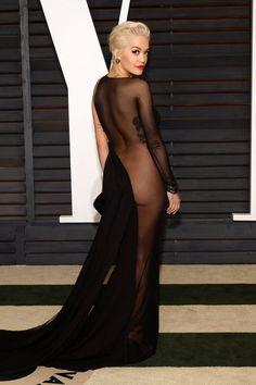 Η Rita Ora αναστ¬τωσε το Ιnternet! ΦÌρεσε μÌνο με τις κÌκκινες γÌβες της και σ®κωσε τη φωτογραφ¯α στο Instagram