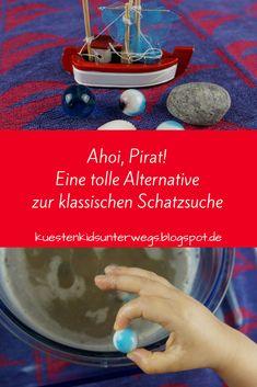 Spiele-Idee für den Kindergeburtstag: Die Murmel-Schatzsuche im Matschbad. Auf Küstenkidsunterwegs stelle ich Euch eine tolle Idee für ein Spiel auf dem Kindergeburtstag oder der Piraten-Party vor: Ihr hebt einen Schatz aus bunten Murmeln aus einem Wasser-Sand-Gemisch, das gar nicht so matschig ist, wie es klingt. Das sorgt für jede Menge Spaß!  #kindergeburtstag #schatzsuche #murmeln #matsch #spiel #idee #geburtstag #kind #pirat #matschbad #sand #einfach #wasser #schatz #feier
