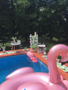 Pink pool corona flamingo Pink Parties, Flamingo, Party Ideas, Outdoor Decor, Corona, Flamingo Bird, Flamingos, Ideas Party