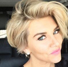 Pixie-Bob. Getting long. Short Hairstyles 2015, Cute Hairstyles For Short Hair, Short Hair Cuts For Women, Hairstyles Haircuts, Curly Hair Styles, Short Haircuts, Popular Haircuts, Celebrity Hairstyles, Ladies Hairstyles