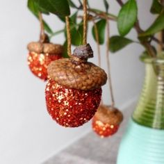 Learn how to make these glitter acorn ornaments which will suit for autumn and christmas decoration as well!
