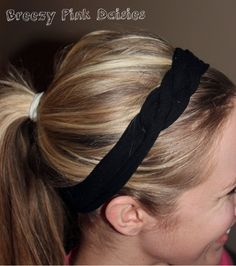 I am in love with t-shirt headbands! Today I found an even easier way to make headband. Knotted Headband, Diy Headband, Tshirt Knot, Crochet Headband Pattern, Diy Scarf, Head Bands, Old T Shirts, Diy Clothing, Fun Diy
