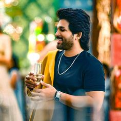 Allu Arjun New 2020 full Hd Wallpapers Dj Movie, Movie Photo, Actor Picture, Actor Photo, Best Poses For Boys, Army Couple Pictures, New Photos Hd, Allu Arjun Hairstyle, Cute Couple Dp