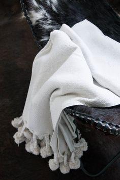 Decke mit Bommeln MAROCCO 170 x 130 cm Baumwolle natur