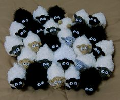 Free: Mini Sheep pattern by Brenna Eaves