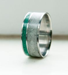 Antler and Jade Mens wedding band Titanium Ring por StagHeadDesigns