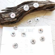 STERNZEICHEN⭐ Unsere handgeprägten Sternzeichenplättchen sind das perfekte Geschenk. Jedem Sternzeichensymbol ist ein Statement zugeordnet, das dem Charakter des jeweiligen Sternzeichens entspricht. Hier findest Du sie im Shop mit passender Kette oder Bändchen: ⭐casa-perla.de/produkt/stamp-it-sternzeichen-m/ Pearls, Zodiac Cancer, Zodiac Signs Pisces, Stars, Gift, Silver