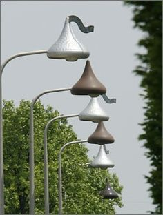 The Millionairess of Pennsylvania: Hershey, PA .the street lights look like Hershey Kisses! How neat is that? 3d Street Art, Street Lamp, Dream Vacations, Vacation Spots, Places To Travel, Places To See, Hershey Pennsylvania, Hotel Pennsylvania, Gettysburg Pennsylvania