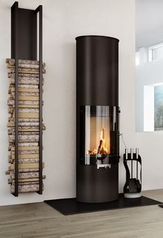 Firewood storage at home - stylish and original solutions for you - Feuerholz - Design Home Fireplace, Modern Fireplace, Fireplace Design, Black Fireplace, Small Fireplace, Fireplace Hearth, Wood Holder For Fireplace, Minimalist Fireplace, Fireplace Glass