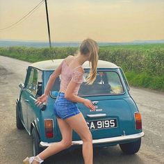 I can drive. this me every time someone gives me the keys to their mini. Classic Cars British, Classic Mini, Austin Cars, Girls Driving, Morris Minor, Mini Countryman, Smart Car, Car Girls, Retro