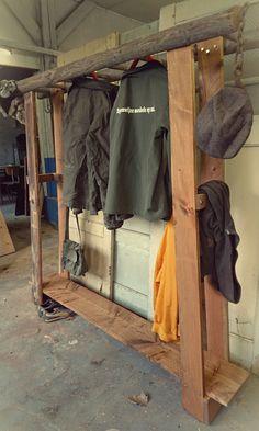 Kapstok meubel van oude ladder en oude planken van CustomThijs