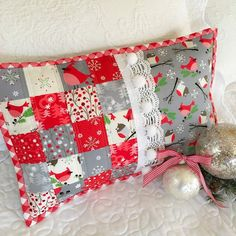 Jingle Birds patchwork pillow & giveaway with Stash Addict Quilts