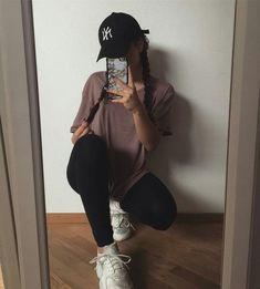 32 Stylish Everyday Outfits Ideas For Fall Season - When searching for the ideal outfit for that key occasion or an exceptional night out, there are numerous components you have to consider first before. Tumblr Outfits, Mode Outfits, Trendy Outfits, Fashion Outfits, Swag Girl Outfits, Tennis Outfits, School Outfits, Athleisure Fashion, Athleisure Outfits
