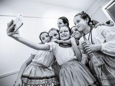 Knap Zoltán: Táncoló babszemek Nagyítás galéria az Újbudai Babszem Táncegyüttes életét feldolgozó fotóriportból a hvg.hu főoldalán
