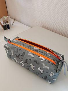 Trousse Zip-Zip grise à zip oranges cousue par Astrid - Patron Sacôtin