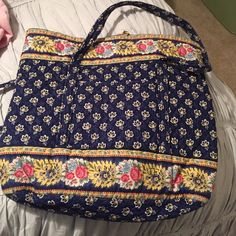 Vera Bradley tote bag Hardly used Vera Bradley tote back. Toggle closure. 1 outside pocket, 6 interior pockets. Large tote. Vera Bradley Bags Totes