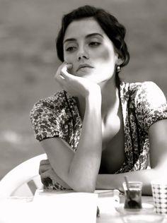 time for tea Turkish Women Beautiful, Turkish Beauty, Beautiful Eyes, Divas, Game Face, Aesthetic Hair, Interesting Faces, Turkish Actors, Vintage Beauty