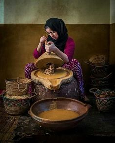 The Argan women Photo by Ricardo Ogalde — National Geographic Your Shot - Beautiful Photos Paises Da Africa, North Africa, Moroccan Art, Amazing India, Shot Photo, People Of The World, Argan Oil, World Cultures, National Geographic