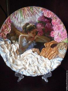Люди, ручной работы. Тарелки-панно Создавая женщину. Керамика. Объёмное декорирование.. Елена. Ярмарка Мастеров. Тарелка на стену