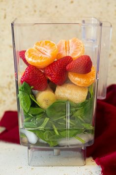 Strawberry Spinach Green Smoothie: bananas + strawberries + mandarin + baby spinach + cold water + ice