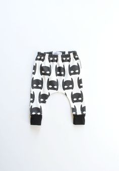 Baby Clothing organic baby leggings / toddler harems / hipster baby clothes / cloth diaper / black and white super hero mask Baby Clothing Source : organic baby leggings / toddler harems / hipster Baby Outfits, Toddler Outfits, Kids Outfits, Hipster Baby Clothes, Hipster Babies, Baby Leggings, Baby Boy Fashion, Kids Fashion, Toddler Training Pants
