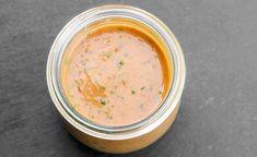 C'est l'heure de mettre vos récoltes à profit avec cette délicieuse vinaigrette aux tomates et basilic! Vinaigrette Salad Dressing, Salad Dressing Recipes, Salad Recipes, Bruschetta, Salad Sauce, Marinade Sauce, Keto, Grilled Vegetables, Vegetable Salad