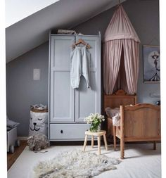 All my favourite shades of silvery grey and dusty rose pinks in this little girl's bedroom #mahousindeco #mahousindéco #interieur #kidsroom #kids #inspiration #déco #kidsdecor #Regram via @mahousindeco